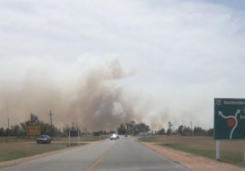 Combaten dos incendios en Rocha y otro en Canelones