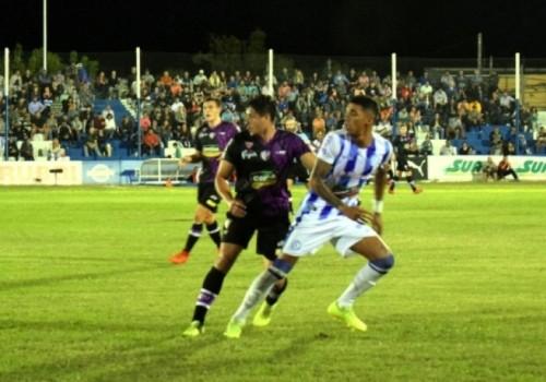 Cerro Largo no pudo con Fénix y empataron sin goles