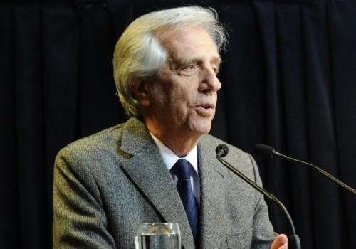 Realizan estudios médicos al presidente Vázquez este jueves