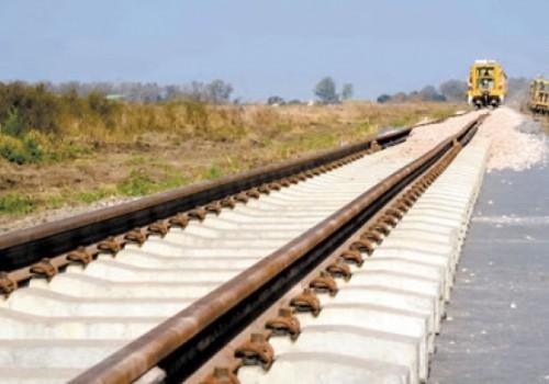 Llegaron 12.000 rieles para la obra del Ferrocarril Central