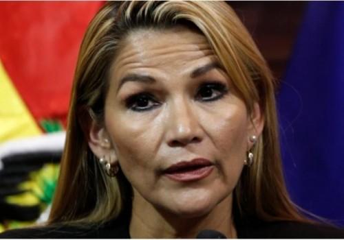 La senadora Jeanine Áñez asume como presidenta interina