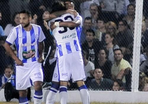 Cerro Largo ganó 2-0 a Cerro; lidera la Serie B…