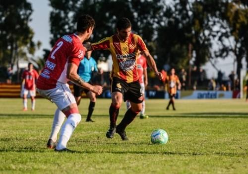 Progreso y River Plate empataron 2 a 2 en el Paladino