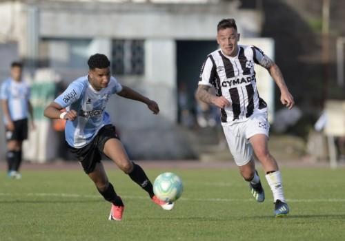 Wanderers y Cerro empataron sin goles en el Viera