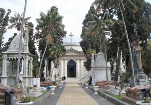 El Cementerio Central está cerrado tras caída de un muro