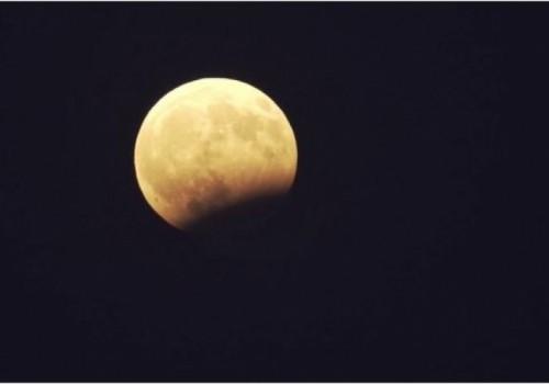 Será visible un eclipse lunar parcial este martes