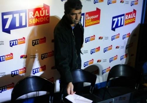Militantes reúnen firmas para inhabilitara Raúl Sendic