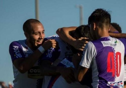 El Fénix no baja: derrotó a Torque 2-1 en Capurro
