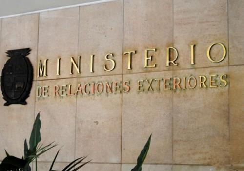 Uruguay llama al diálogo y no aislar a Venezuela