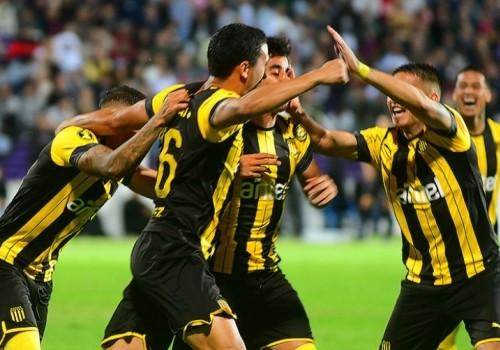 Peñarol, con 10 jugadores, le ganó a Jorge Wilstermann 1-0