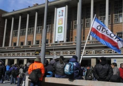 Paro de Adeom afecta servicios municipales este jueves