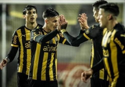 Peñarol ganó y lidera el Clausura y la Anual